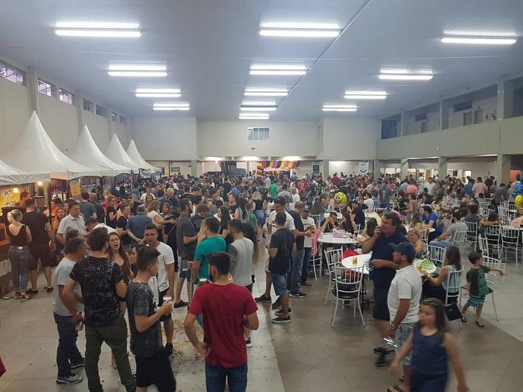 Samas Bier une rótulos de cerveja à gastronomia e atraí grande público