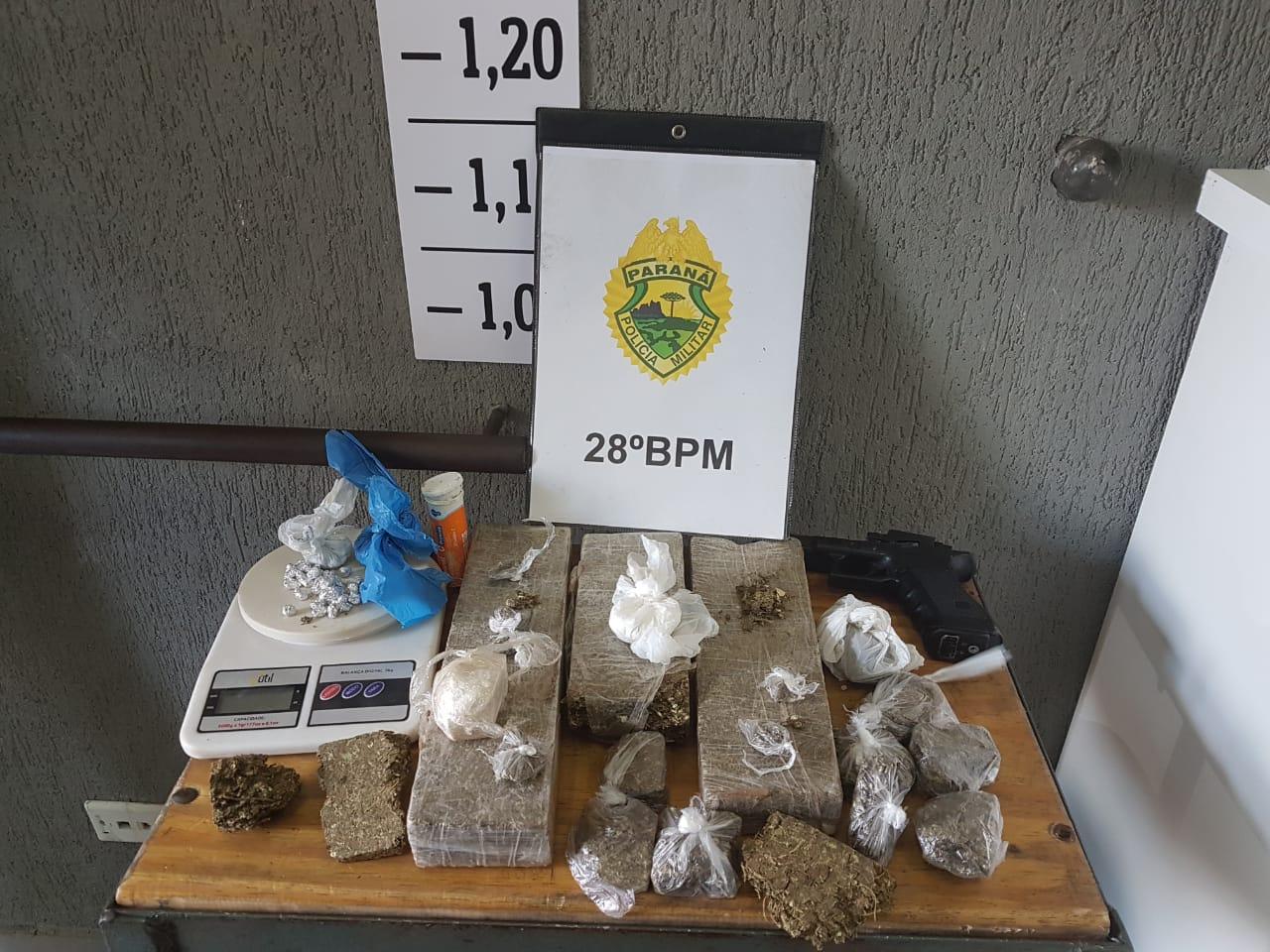 PM da Lapa prende homem com moto furtada e grande quantidade de drogas
