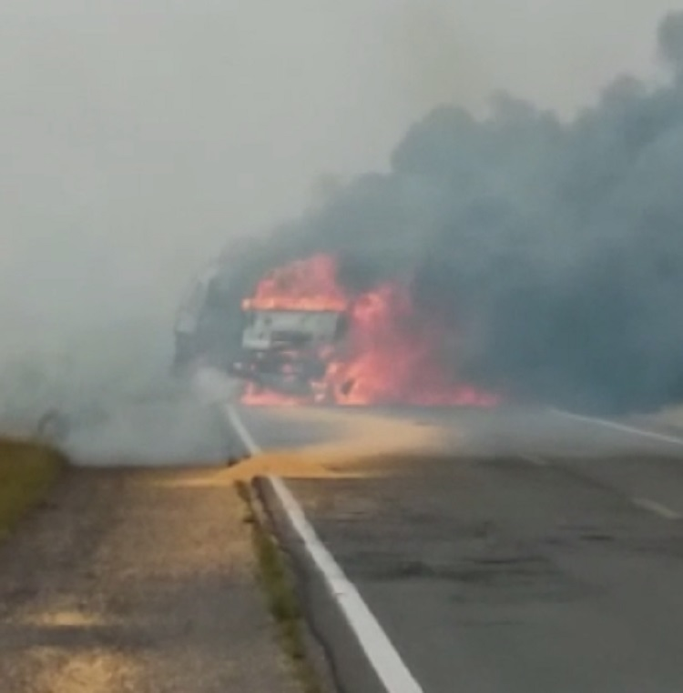 Caminhoneiro morre carbonizado na BR-153 neste domingo