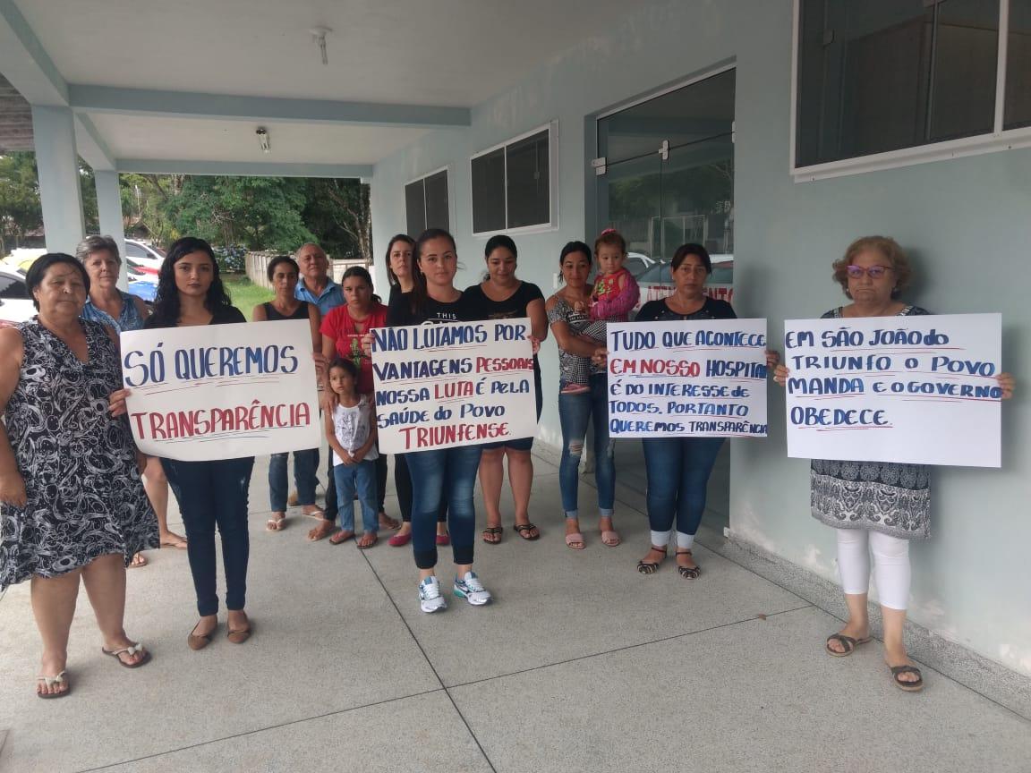 Comunidade protesta contra volta de médico que processou  hospital