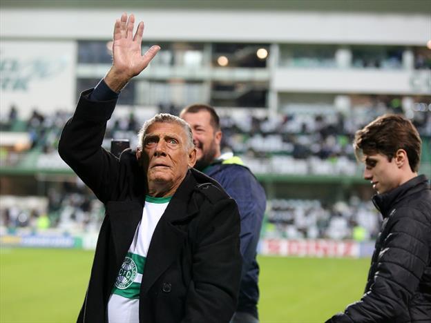 Quinto jogador que mais vestiu a camisa do Coritiba, Nico morre aos 82 anos
