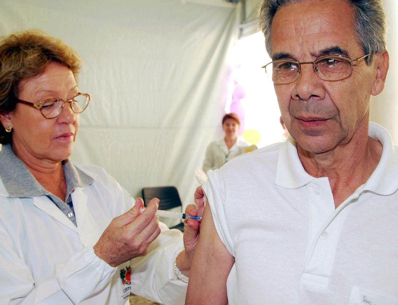 Mais da metade do público-alvo ainda não tomou a vacina contra a gripe, alerta secretaria da saúde