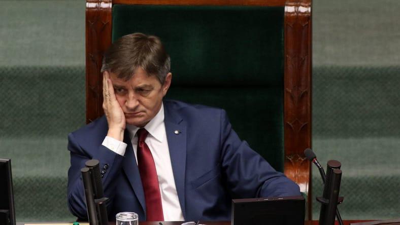 Uso privado de avião do governo,  citado pela imprensa, derruba o Chefe do Parlamento na Polônia
