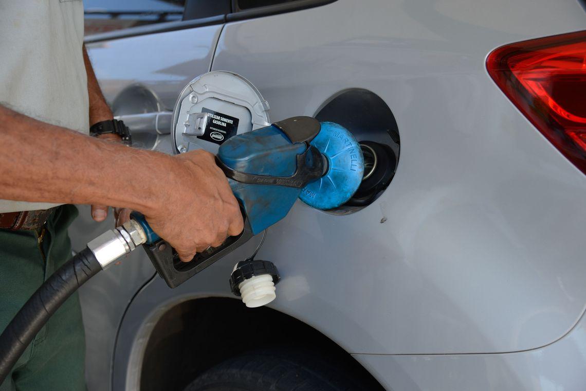 Petrobras reajusta gasolina em 2,8% nas refinarias