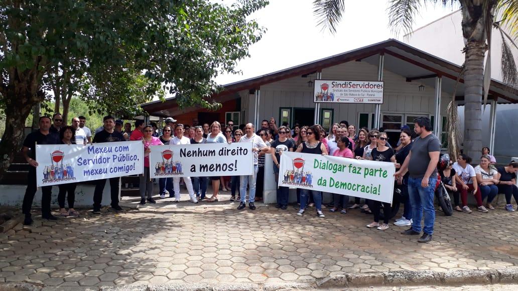 Servidores Municipais cobram reposição salarial conforme o acordo com prefeito Luiz Adyr