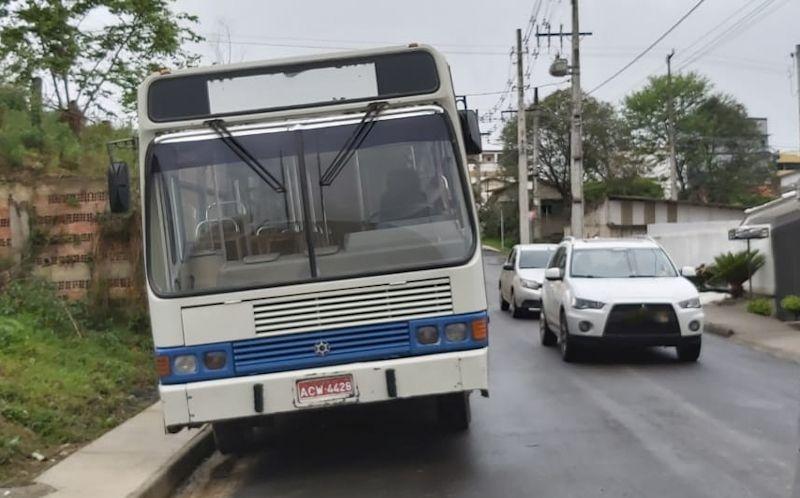 Fotos mostram ônibus diferente  de vistoriado em São João do  Triunfo. Trata-se de 'reserva'
