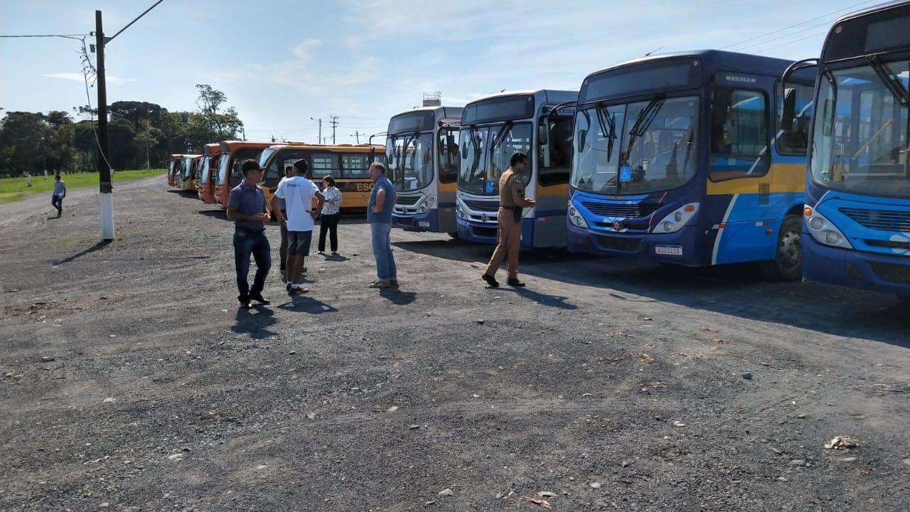 Vistoria do MP 'aprova' veículos do transporte escolar de São João do Triunfo, neste sábado