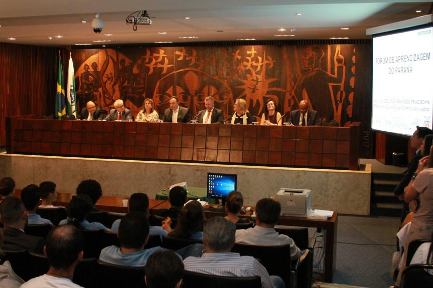Assembleia sedia Fórum de Aprendizagem do Paraná