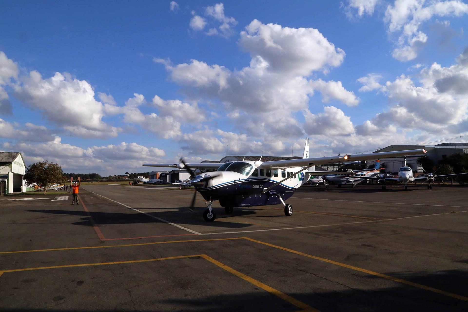 Nove voos marcam estreia do programa Voe Paraná