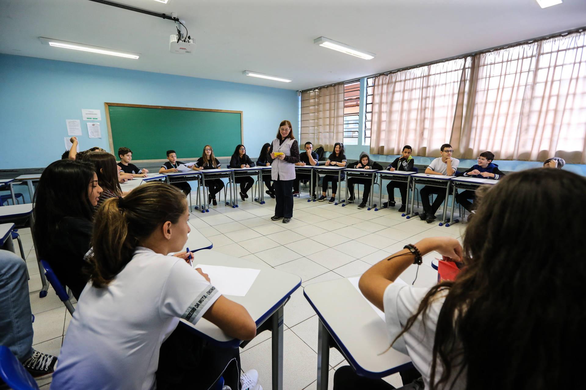 Governo garante 100 mil vagas noturnas para alunos trabalhadores