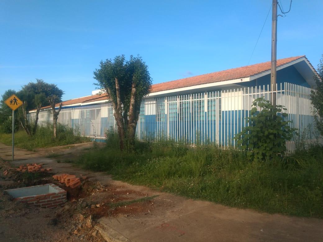 Moradores da Vila Amaral fazem a limpeza do CMEI