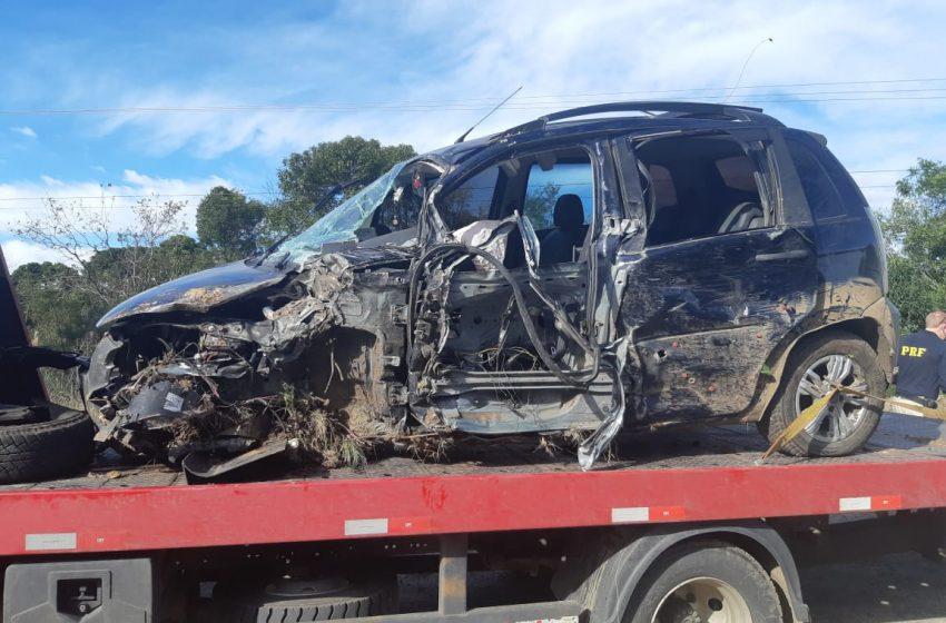 Motorista fica ferido em acidente envolvendo três caminhões e um carro na BR-476