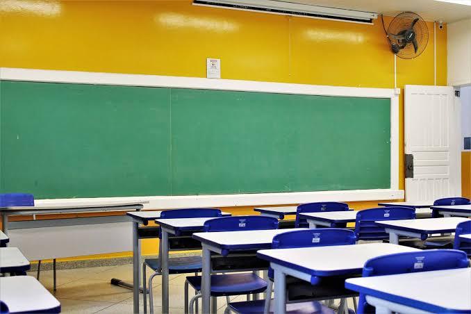 Retorno presencial das aulas só após redução efetiva da Covid-19