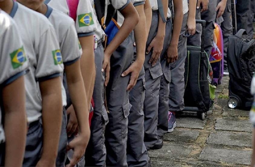 Consulta pública aprova modelo cívico-militar em 115 colégios