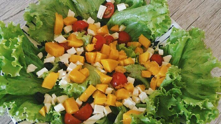 Saiba como fazer uma salada colorida de verão