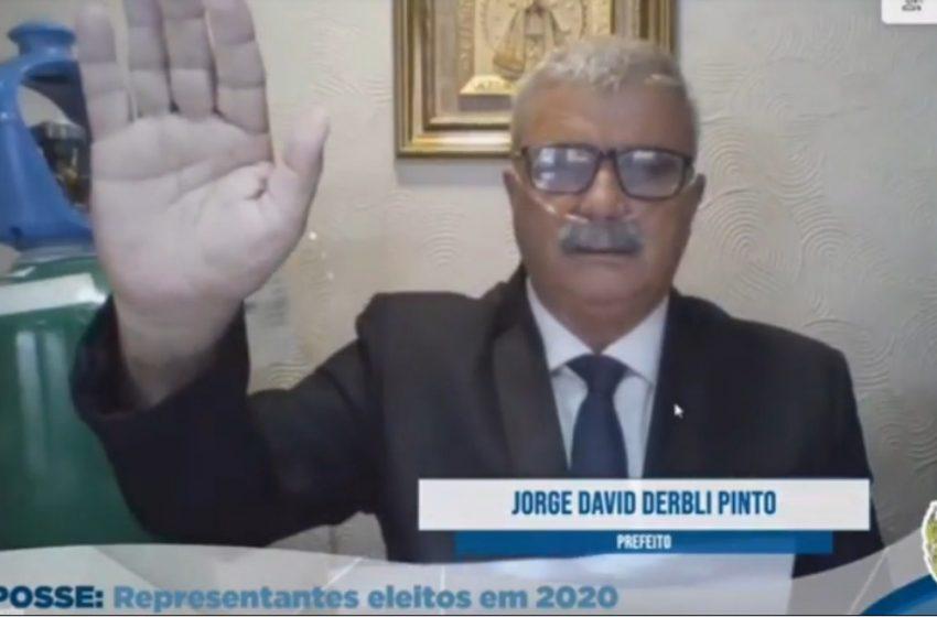 Jorge Derbli toma posse em Irati, após alta e em recuperação da Covid-19