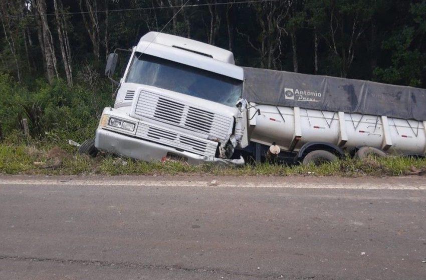 Motorista morre após acidente entre carro e caminhão na BR-153