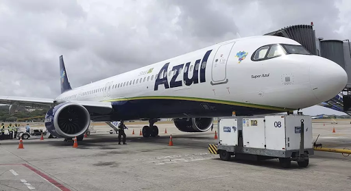 Avião da Azul que buscará vacinas contra a Covid-19 inicia a rota Hoje às 13h