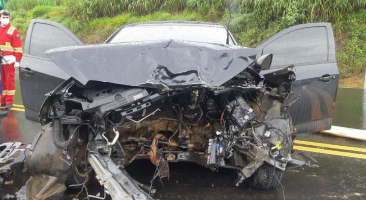 Três carros se envolvem em acidente na BR 277 em Fernandes Pinheiro