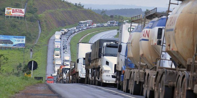 Caminhoneiros farão greve dia 1º de fevereiro