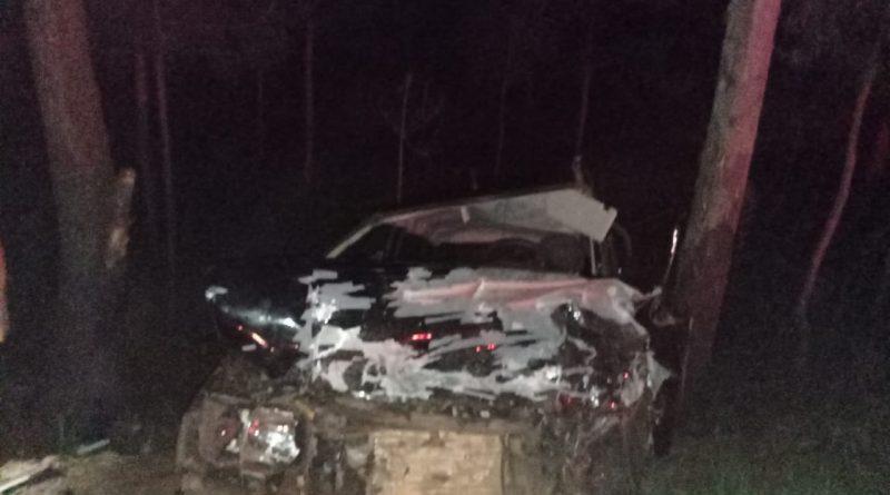 Dois veículos colidiram na PR 466 e deixaram três feridos