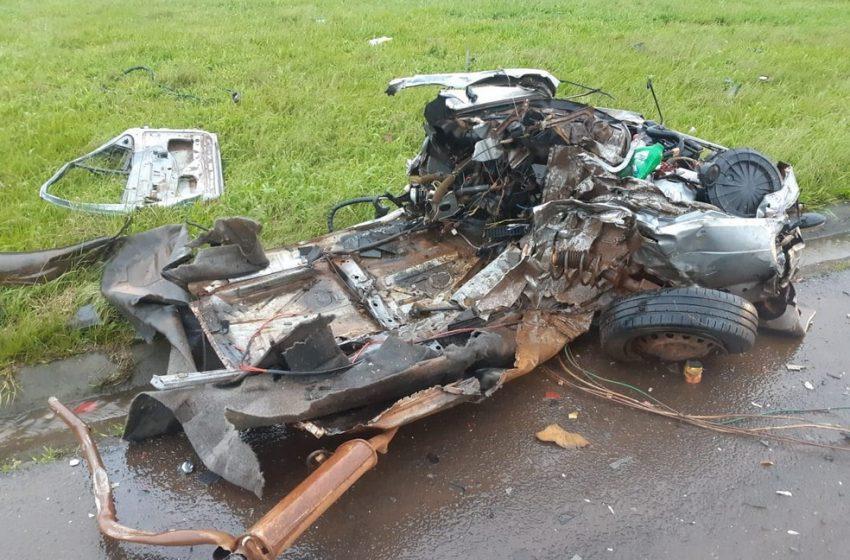 Motorista morre após colisão entre carro e caminhão na BR-277