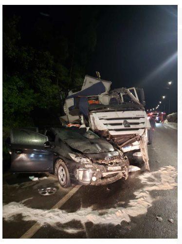Acidente envolvendo carreta e veículos, deixa múltiplas vítimas