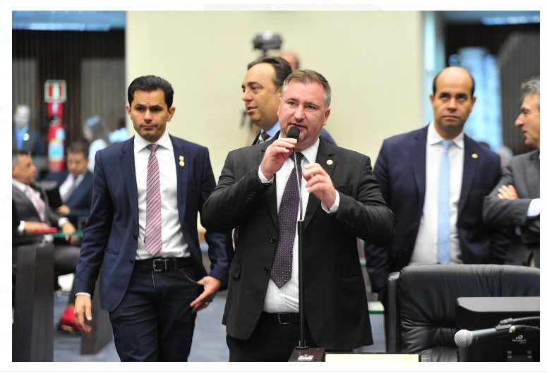 Deputado avalia importância de liderar bloco PTB/PSL