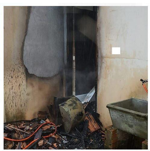 Bombeiros controlam incêndio em residência em Canoinhas