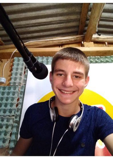 Kauã: a história de um menino por meio do Rádio