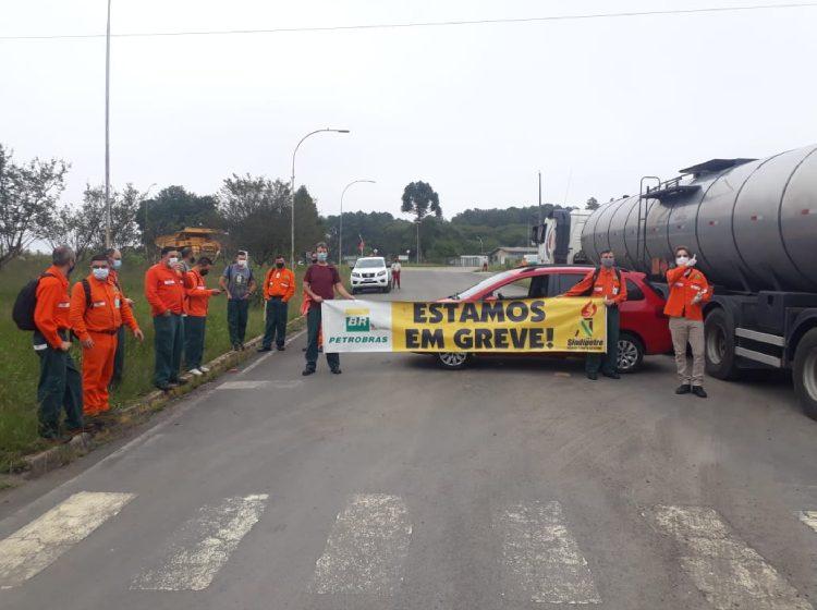 Grevista afirmam que servidores foram impedidos de entrar na SIX e Petrobras esclarece motivos