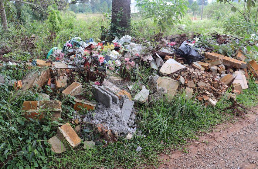 Denúncias: lixo aglomerado e terrenos abandonados