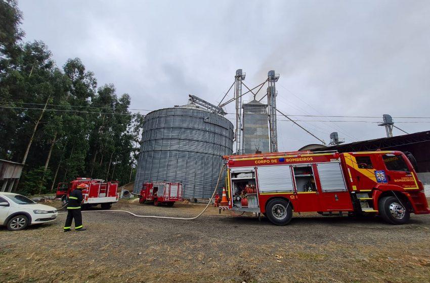 Prejuízo: Incêndio foi em um secador de grãos