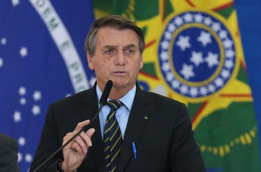Bolsonaro assina decreto que cria Comitê de combate à pandemia