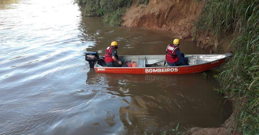 Bombeiros encontram corpo de menino que desapareceu no rio Negro