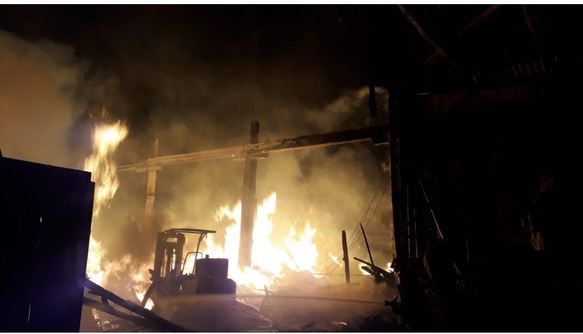 Incêndio de grande porte aconteceu durante a madrugada em União da Vitória