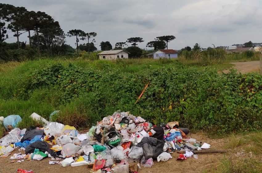 Denúncia: moradores da Vila Amaral colocam câmeras para registrar quem descarta lixo irregularmente
