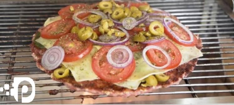 Receita Pizza com Massa de Linguiça