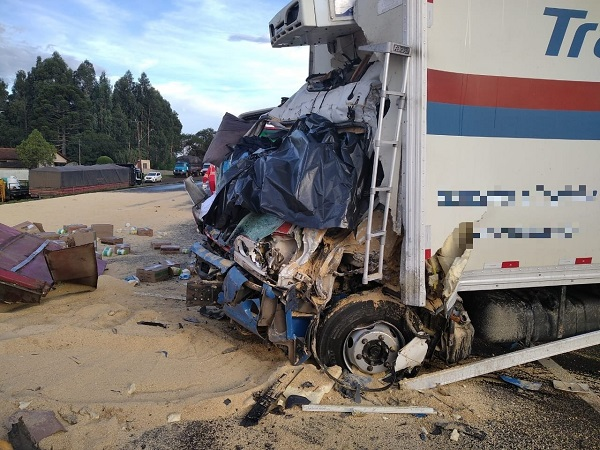 Motorista morre após ser atingido por semirreboque na BR-277