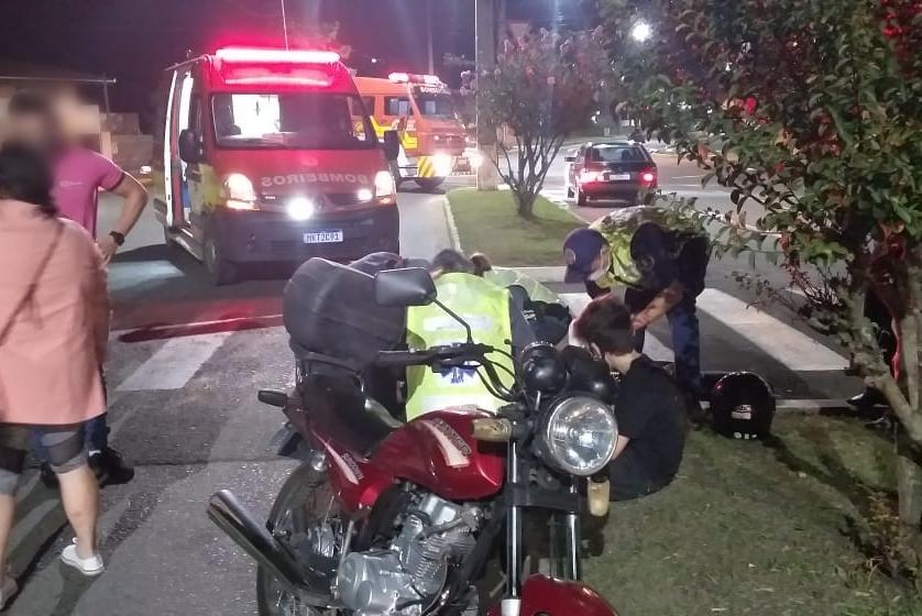 Mãe e filho são atropelados por motociclista na faixa de pedestre