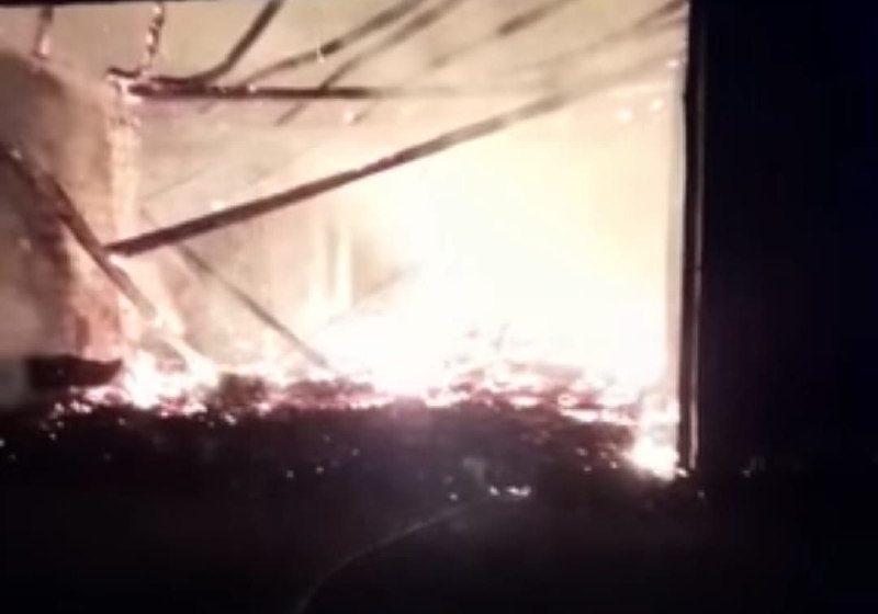 Incêndio de grandes proporções foi registrado em estufa de fumo em Irineópolis