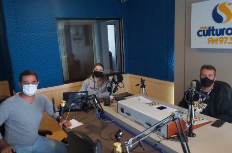 Juninho no estúdio da Cultura Sul FM