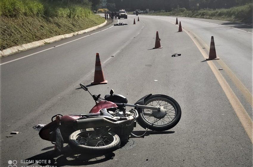 Pai e filha se envolvem em acidente na BR- 476, jovem morre no local