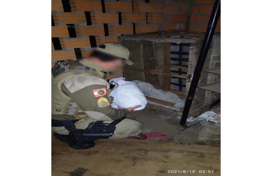 Suposta mãe de bebê abandonada em sofá em Três Barras aparece