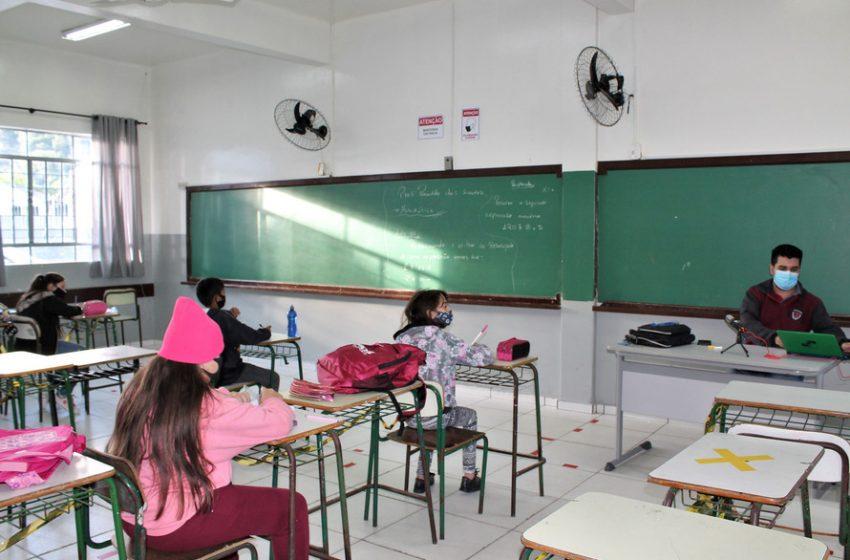 Saúde edita resolução e escolas do Paraná podem receber mais alunos por sala de aula