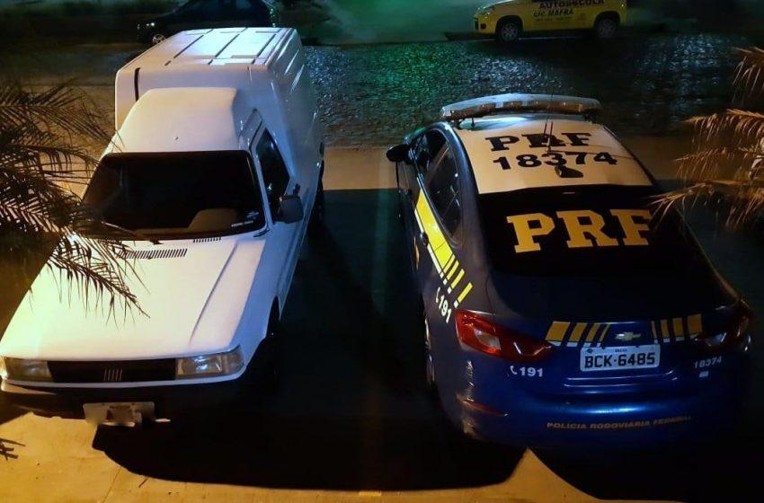 PRF flagra furgão adulterado na BR 116 em Mafra