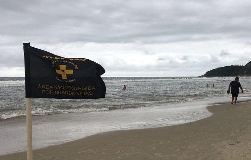 Homem de 48 anos morre afogado no litoral paranaense