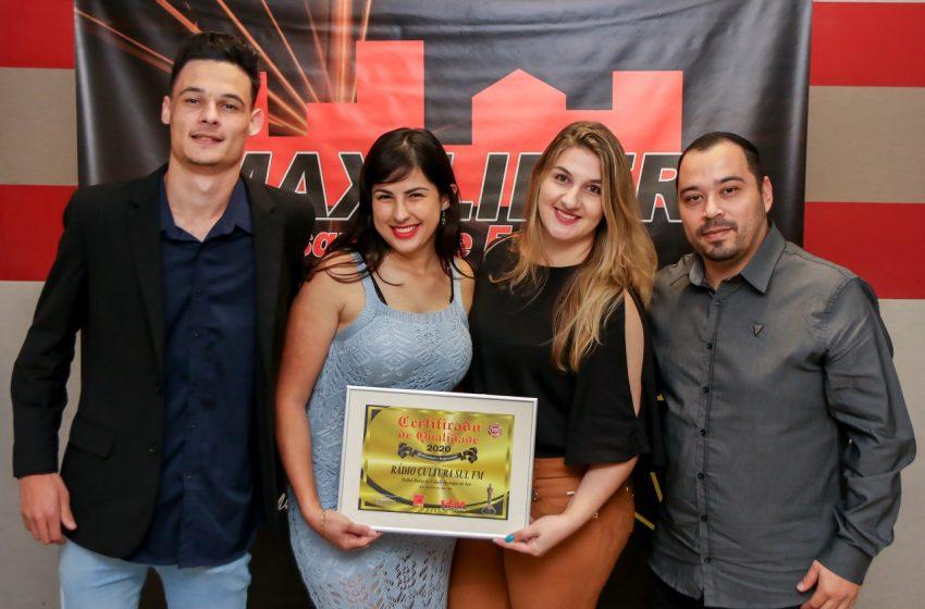 Empresas, personalidades e imprensa que se destacaram em 2020 em São Mateus do Sul recebem prêmio