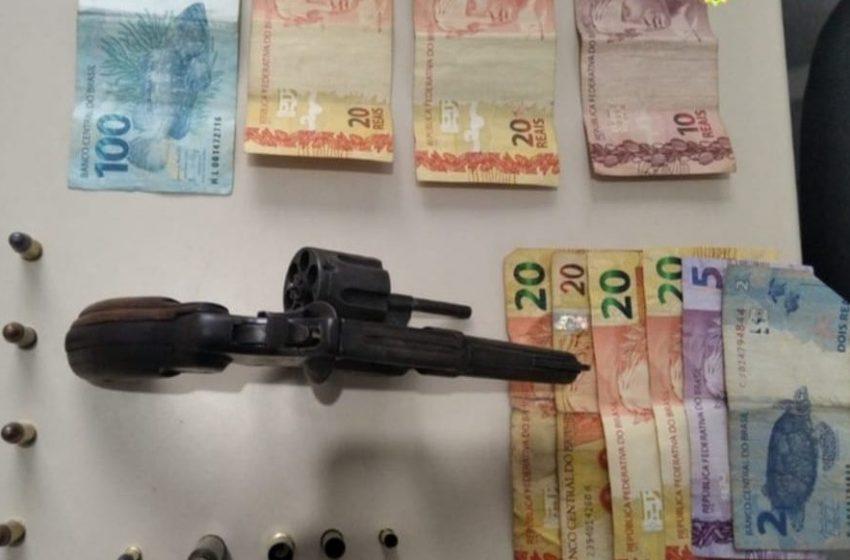 PM flagra quatro homens em posse de arma de fogo em São Mateus do Sul