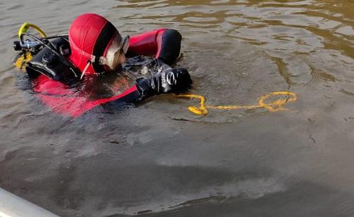 Bombeiros são acionados para retirar corpo encontrado boiando no rio Iguaçu